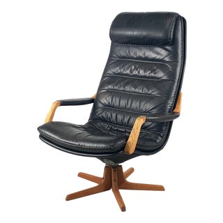 Vintage Leather Swivel Lounge Chair For Sale