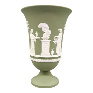 1960's English Wedgwood Jasperware Green and White Urn Vase For Sale