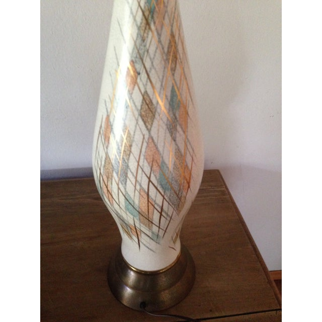 1950s Tall Diamond-Patterned Ceramic Table Lamp - Image 4 of 6