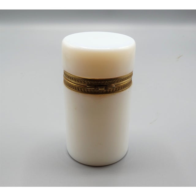 Antique French Bulle De Savon Opaline Hinged Box For Sale - Image 4 of 8