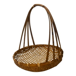 1960s Handwoven Tortoise Finish Rattan Tobacco or Drying Basket With Handle, Mid-Century Modern For Sale