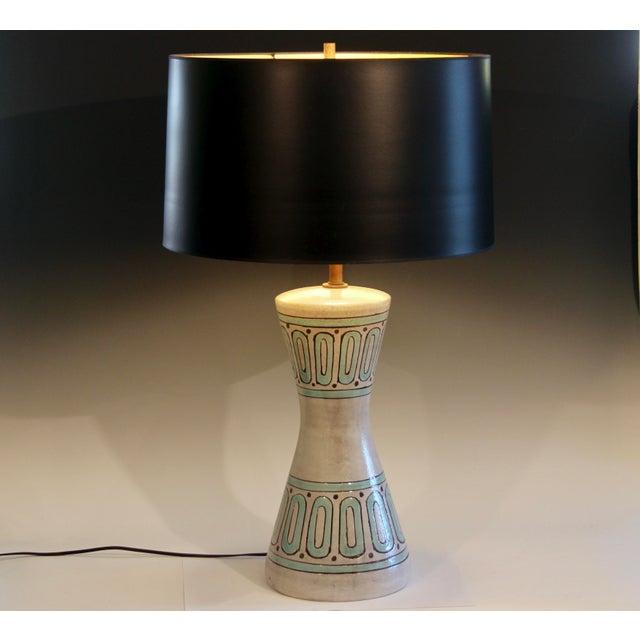 1960s Bitossi Pottery Londi Vase Italian Raymor Geometric Abstract Ceramic Lamp For Sale In New York - Image 6 of 7