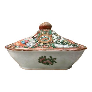 19th Century Chinese Export Rose Medallion Porcelain Covered Dish Tureen For Sale