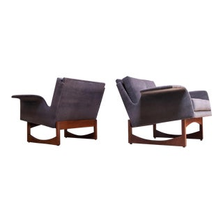 Pair of Mid-Century Modern 'Floating' Lounge Chairs in Walnut and Velvet For Sale