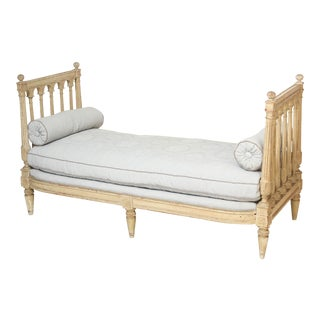 19th Century Louis XVI Style Eggshell Painted Daybed For Sale
