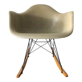 1950's Vintage Herman Miller Eames Greige Rocking Chair For Sale
