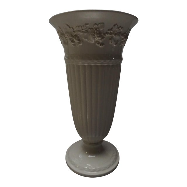 Wedgwood Queensware Trumpet Vase - Image 1 of 4