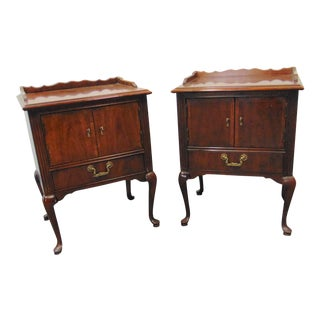 Thomasville Queen Anne Style Mahogany Nightstands - a Pair For Sale