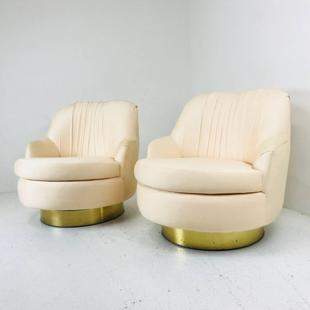 Mid-Century Modern Pair of Vintage Peach Milo Baughman Swivel Chairs With Brass Plinths For Sale - Image 3 of 8
