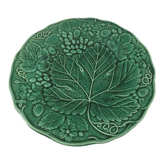 1890's Till & Sons English Majolica Green Leaf Strawberry Plate For Sale