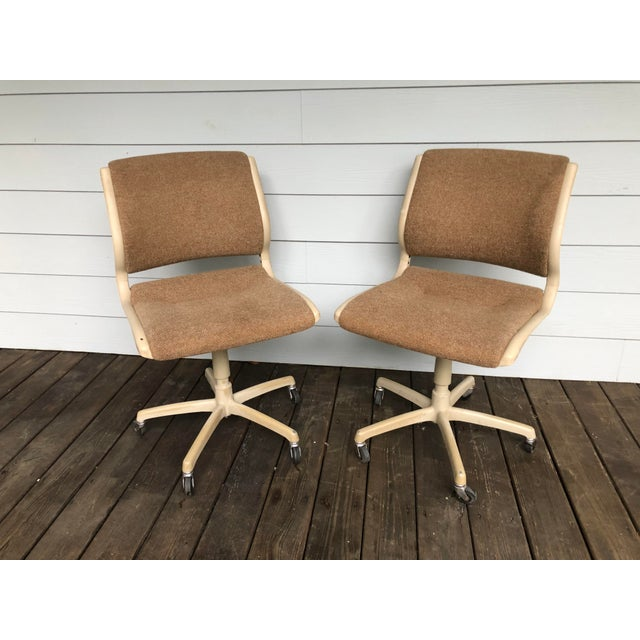 Mid-Century Modern Vintage Steel Case Knoll Inspired Teed Chairs a Pair For Sale - Image 3 of 8