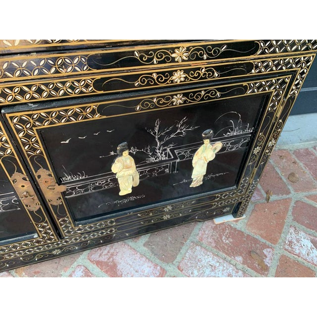 Late 20th Century Vintage Black Lacquer Chinoiserie China Cabinet For Sale - Image 5 of 13