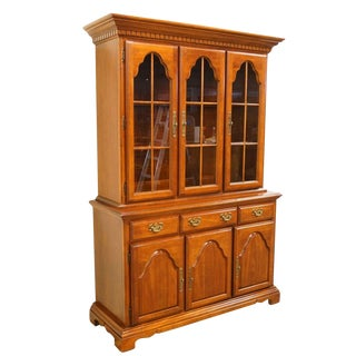 Late 20th Century Vintage American Drew Cherry Display Cabinet For Sale