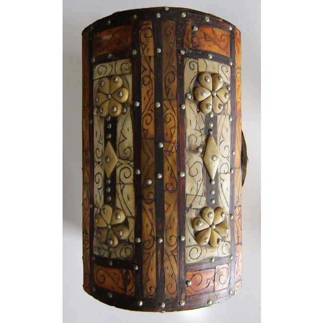 1960s Moroccan Amber Wood Bone Inlay Hand Carved Jewelry Box For Sale - Image 5 of 6
