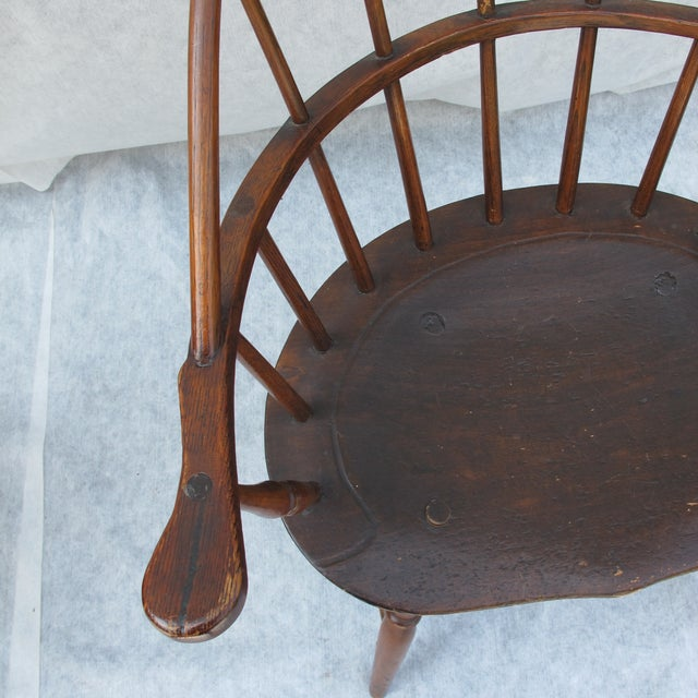 New England Bow-Back Windsor Arm Chair - Image 4 of 8