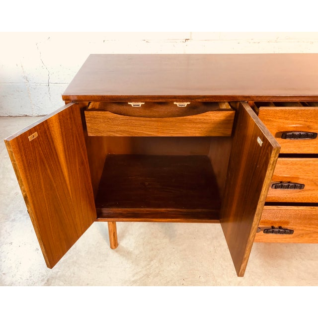 1960s Walnut Wood Credenza by Bassett Furniture Co For Sale - Image 10 of 13