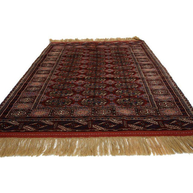 77157, vintage Turkmenistan Tekke rug with Tribal style, Tekke Accent rug. This vintage Turkmen rug with Traditional style...