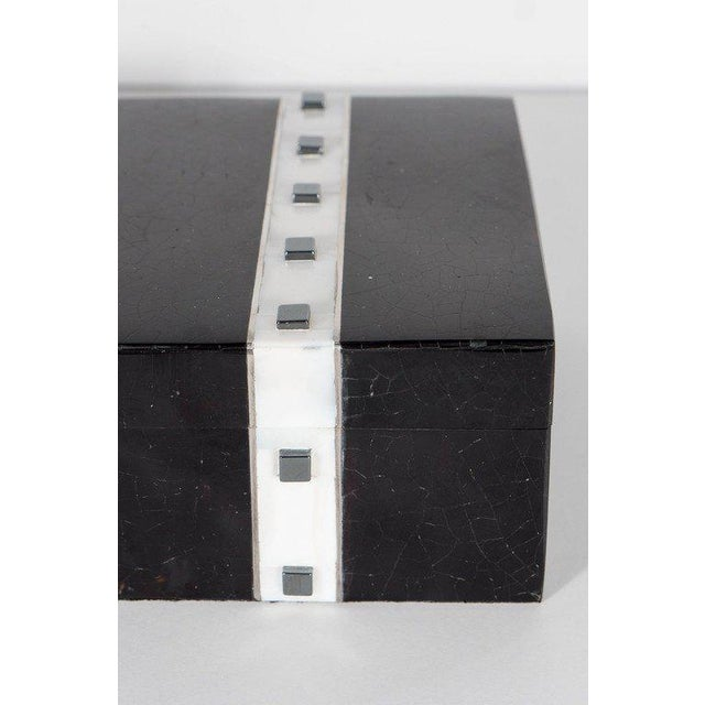Art Deco Black Lacquer Cracqueleur Box with Kabibi Inlay and Art Deco Square Motif For Sale - Image 3 of 11