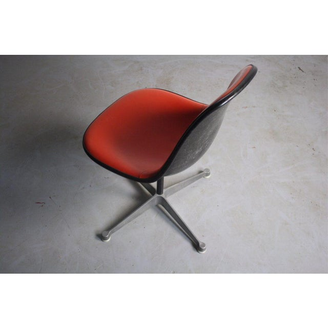 Mid Century Modern Charles Eames Chair For Herman Miller