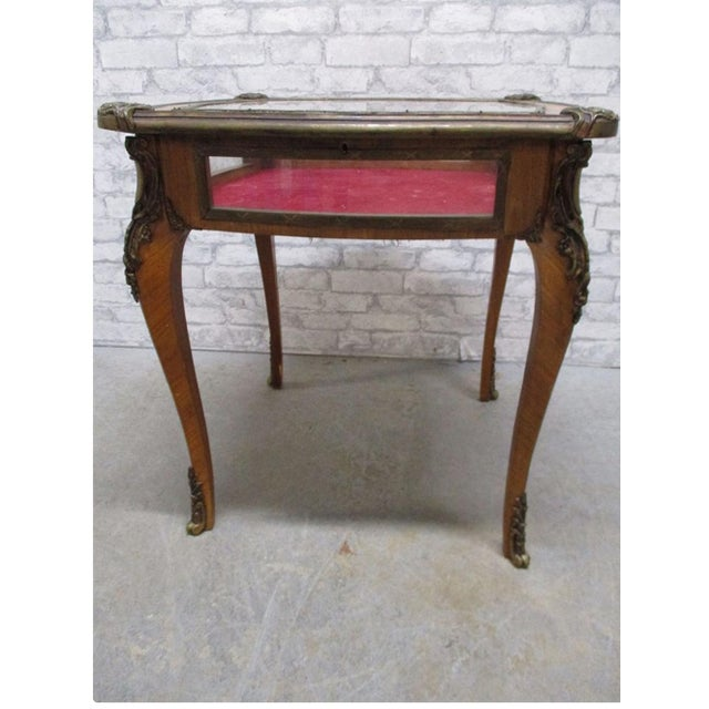 French French Louis XV Style Bijouterie Display Table For Sale - Image 3 of 13
