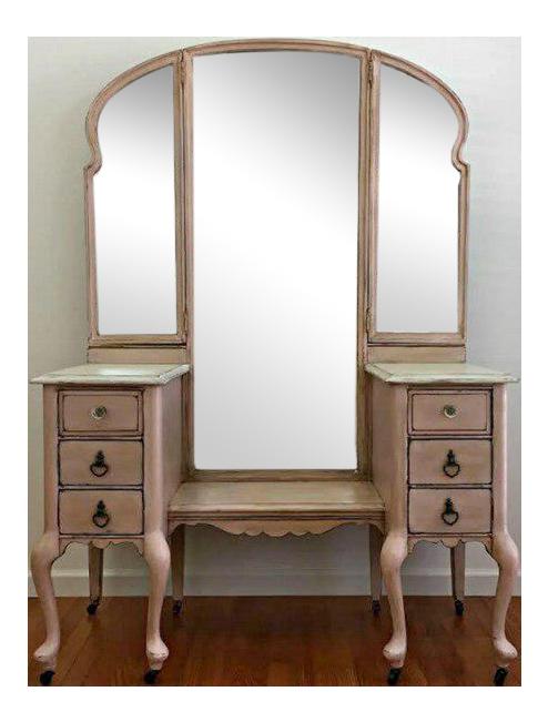 Vintage Vanity With Tri Fold Mirrors