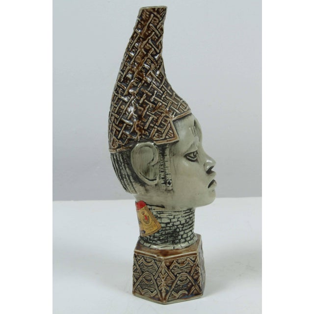 African Benin Queen Mother Commemorative Ceramic Head by the Edo People For Sale In Los Angeles - Image 6 of 10