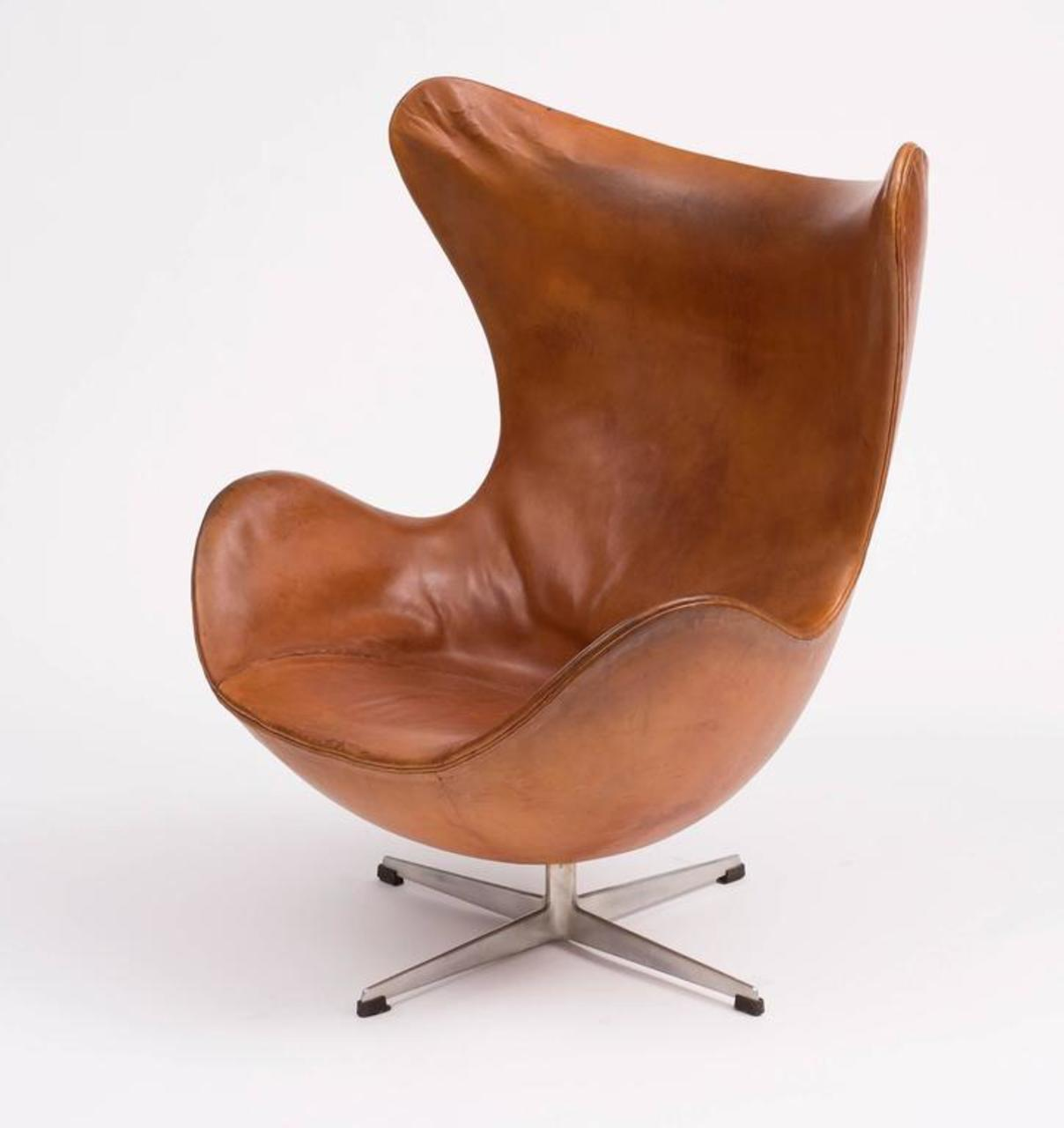 Gentil A First Edition Egg Chair By Arne Jacobsen In Original Cognac Leather With  Lovely Patina.