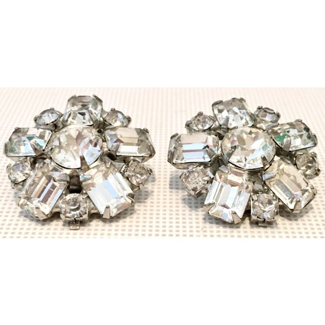 Weiss 1950s Silver & Austrian Crystal Clear Rhinestone Abstract Flower Earrings by Weiss For Sale - Image 4 of 9