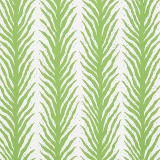 Schumacher X Celerie Kemble Creeping Fern Wallpaper in Moss For Sale