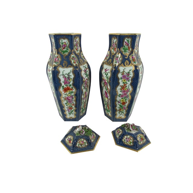English Antique English Worcester Vases With Lids - a Pair For Sale - Image 3 of 10