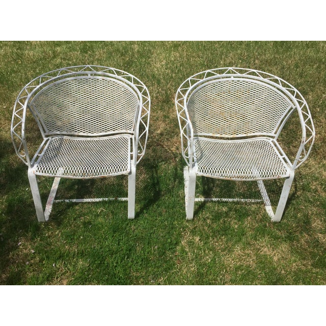 1950s American Mid Century Modern Small Round Top: 1950s Mid-Century Modern Salterini Iron Mesh Outdoor Patio