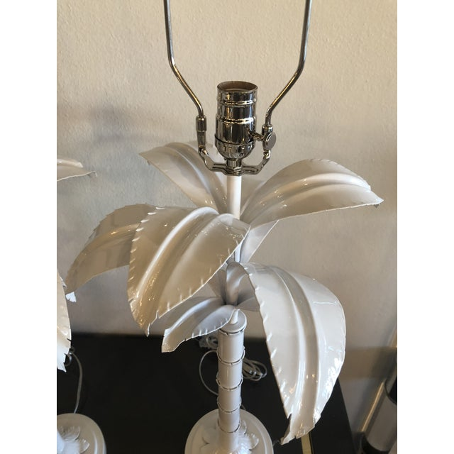 1970s Vintage Hollywood Regency White Lacquered Chrome Lucite Palm Tree Table Lamps - A Pair For Sale - Image 5 of 13