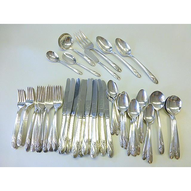 1952 Holmes & Edwards Romance Daffodil Silverplate Set for 12+ Flatware - 80 Pieces For Sale In Chicago - Image 6 of 6