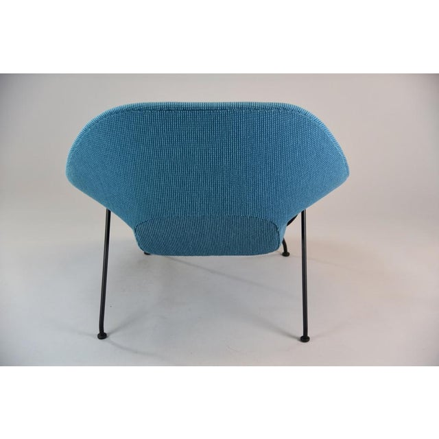 Eero Saarinen Womb Chair and Ottoman in Cato Blue Knoll Fabric For Sale - Image 4 of 8