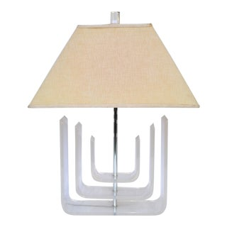 Sculptural Mid-Century Modern Lucite and Chrome Table Lamp With Original Shade For Sale