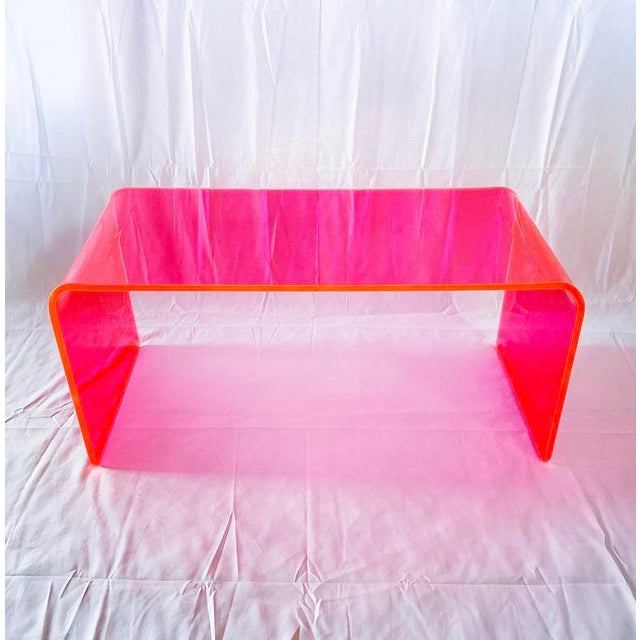 """Memphis """"The Long Game"""" Coffee Table in Neon Pink For Sale - Image 3 of 9"""