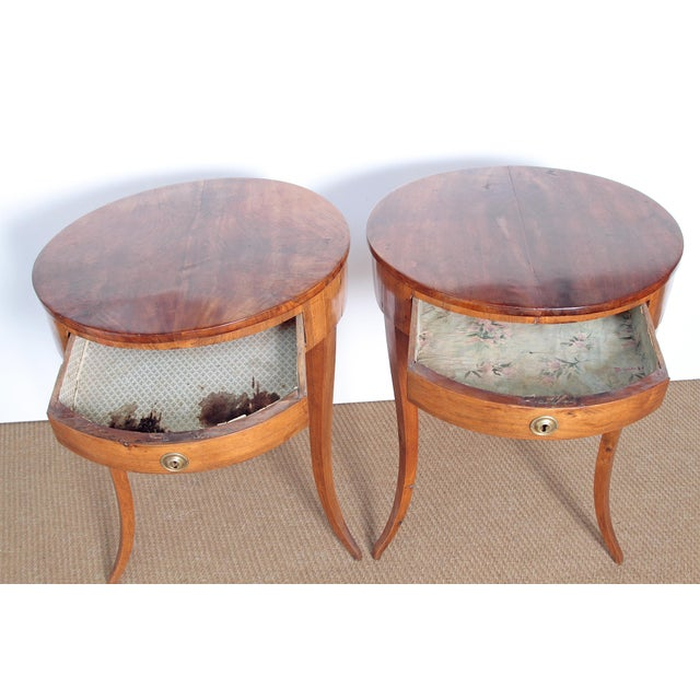 Pair of Early 19th Century Walnut Gueridons - Image 5 of 8