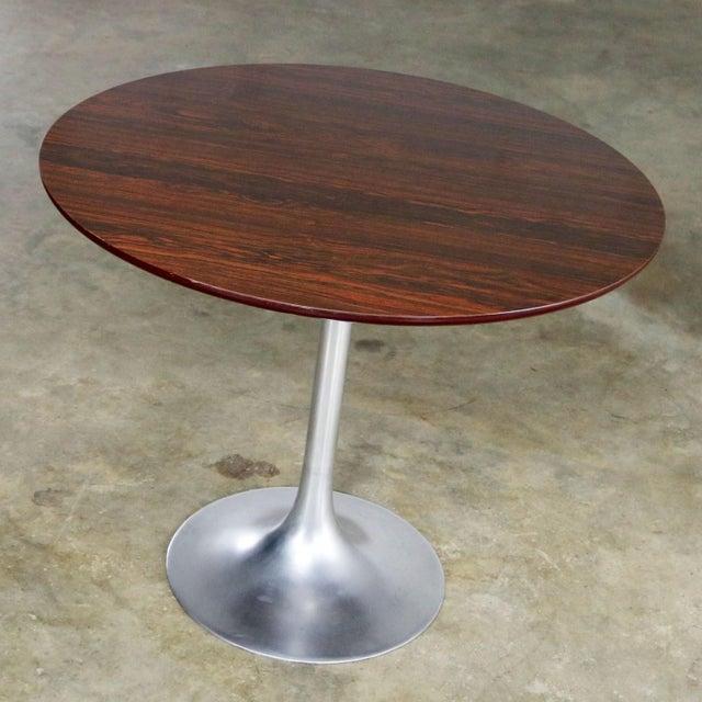 Mid-Century Modern Saarinen Style Tulip Base Table in Aluminum with Woodgrain Laminate Top For Sale - Image 3 of 11