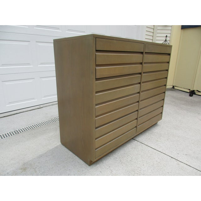 Sligh-Lowry Furniture Co. Mid-Century Modern Sligh Cross Country 10 Drawer Dresser For Sale - Image 4 of 12