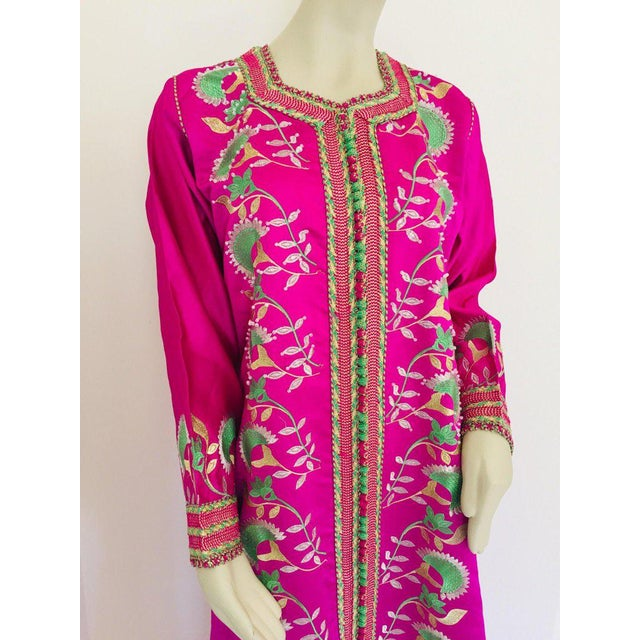 Gorgeous Moroccan Caftan in Hot Pink Fuchsia Maxi Dress Kaftan For Sale - Image 11 of 13