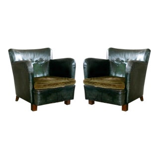 Danish 1930s Pair of Club Chairs in Tufted Green Patinated Leather For Sale