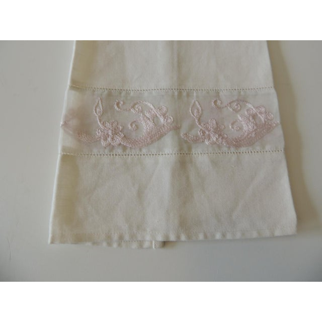 Vintage Pink and White Embroidered Bathroom Guest Towel Linen and silk. Size: 21 x 12.5 x 0.03