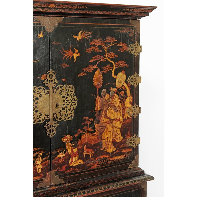 Early 18th Century Queen Anne Collectors Cabinet / Japanned For Sale - Image 5 of 13