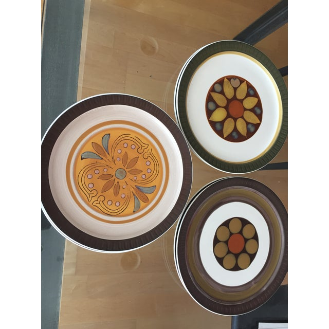 "1970's Casual Ceram ""Electra"" Dinner Plates - Set of 7 For Sale In San Francisco - Image 6 of 9"