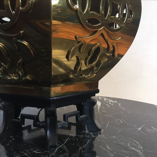 Chinoiserie Reticulated Brass Table Lamp - Image 3 of 5