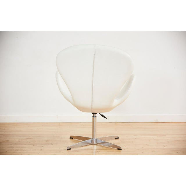 2000 - 2009 Arne Jacobsen Style Swan Swiveling Lounge Chair For Sale - Image 5 of 12