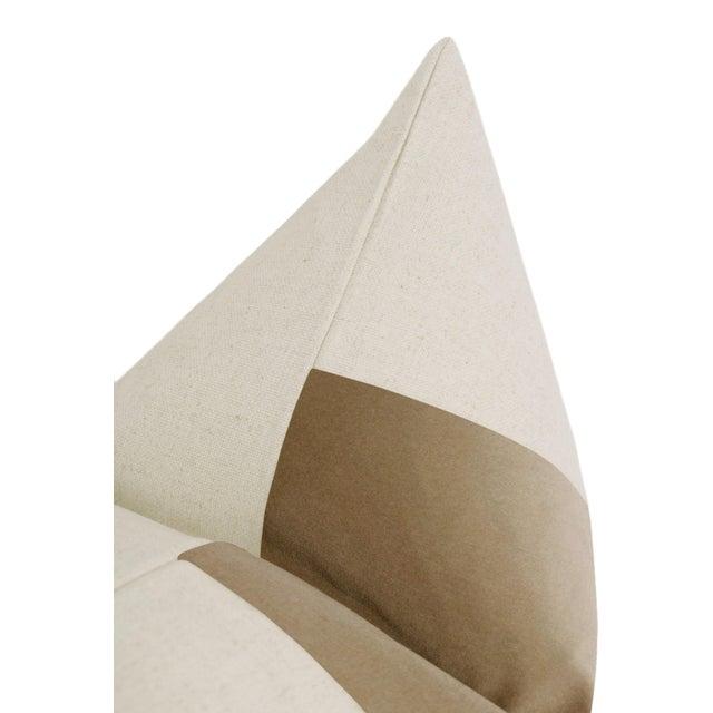 """22"""" Nutmeg Velvet Panel & Linen Pillows - a Pair For Sale - Image 4 of 5"""