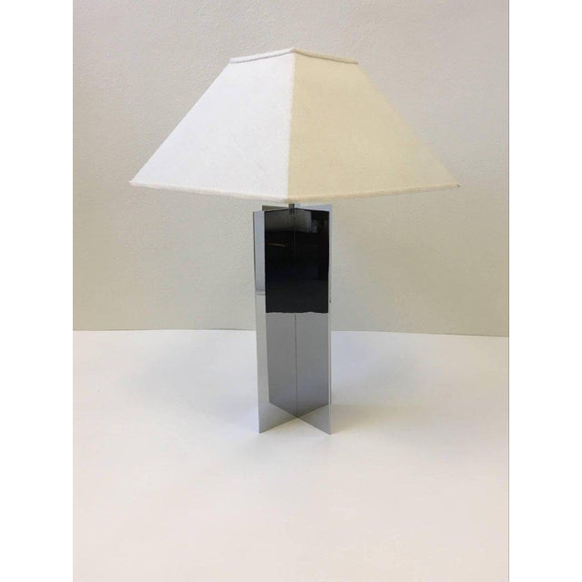 A amazing polished aluminium X base table lamps designed by Paul Mayen for Habitat in the 1970s. The lamps have a small...