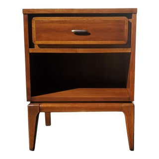 A Mid-Century Modern Kent Coffey Nightstand - Side Table For Sale