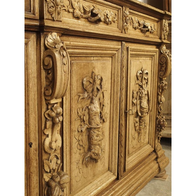 """Richly Carved French Hunt Buffet """"St. Hubert"""" in Blonde Oak, Circa 1890 For Sale In Dallas - Image 6 of 13"""